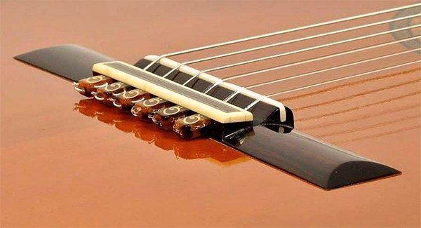 string-tie-marron